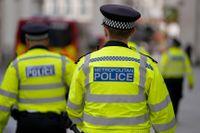 Poliser i London. Personerna på bilden har inget med texten att göra.