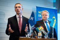 Jens Stoltenberg (S) och Peter Hultqvist (S) är objekt för utanförskaparna i Natomotståndet.