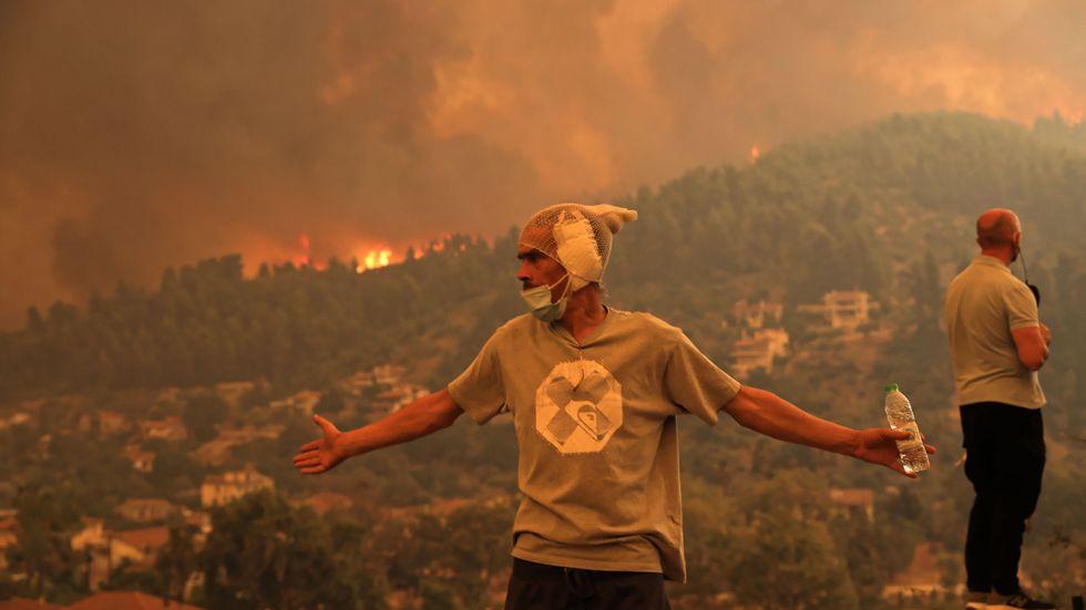 Grekland upplever svåra bränder på grund av hettan och torkan.
