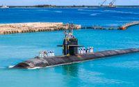 USS Oklahoma City, en av de snabbattackerande ubåtarna, på väg in till USA:s marinbas i Guam. Arkivbild.