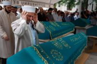 Fyra medlemmar i samma familj dödades på flygplatsen och begravdes i Istanbul på torsdagen.