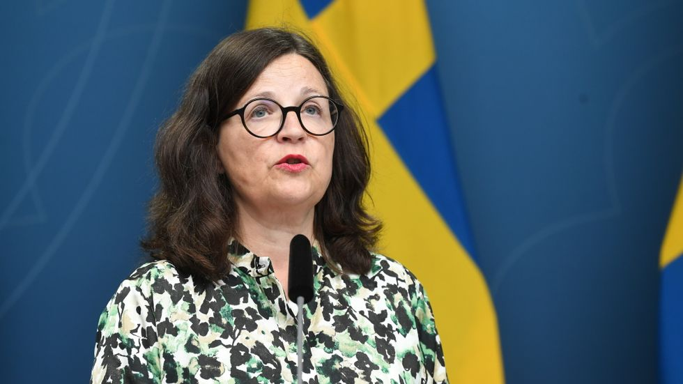 Anna Ekström vill att läraren ska vara auktoriteten i klassrummet.