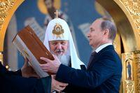 Kreml har nu Gud på sin sida, här den rysk-ortodoxa patriarken Kirill med ikoner.