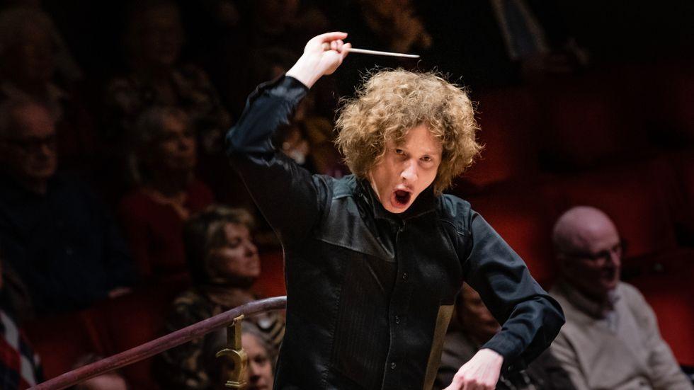 Göteborgssymfonikerns chefsdirigent Santtu-Matias Rouvali förser sin orkester med schamanistisk kraft.