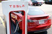 Norska Teslaägare får ersättning, sedan en uppdatering gjort att bilarna laddats långsammare. Arkivbild.