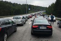 Det var långa köer vid Södertäljebron på grund av en olycka.