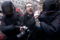 Hatet och hoten mot journalister i Ryssland har ökat de senaste åren, säger Joanna Kurosz som själv arbetat som journalist i landet mellan 2003 och 2006. Bilden visar en journalist i protester i St. Petersburg 2017. Arkivbild.
