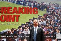 UKIP-ledaren Nigel Farage framför en valaffisch under EU-valet.