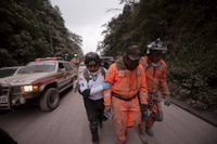 Räddningsarbetare i området.