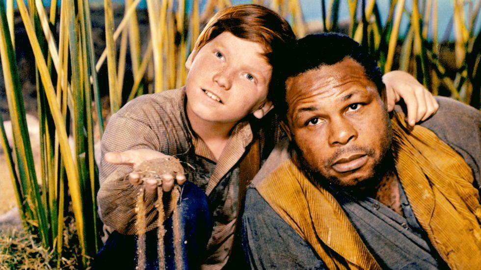Eddie Hodges som Huck och Archie Moore som Jim i en film från 1960.