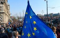 Bilden är från en demonstration mot de politiska hoten mot den akademiska friheten och Central European University i Budapest, Ungern.