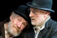 """Pjäsen """"I väntan på Godot"""" var Samuel Becketts svar på samhällets kreativa kris. Ian McKellen och Patrick Stewart i huvudrollerna på Theatre Royal Haymarket, London 2009."""