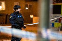 Polis med förstärkningsvapen och stora avspärrningar på Gamlegården i Kristianstad natten till den 20 december förra året efter att en person skjutits till döds. Arkivbild.
