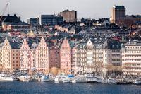 Institutioner, som svenska pensions- och försäkringsbolag, som idag finansierar bankernas utlåning till svenska hushåll, spås visa ett stort intresse för att investera mer direkt i utlåning till bostadsköpare.