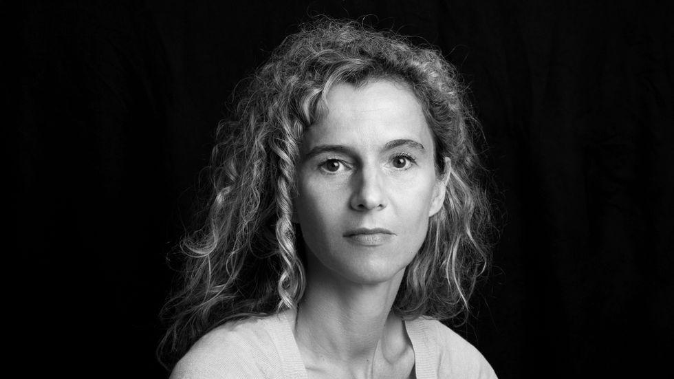 Delphine de Vigan har skrivit en rad romaner och finns översatt till fler än 25 språk.