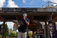 Demokratiförespråkaren Joshua Wong har diskvalificerats från att ställa upp i valet.