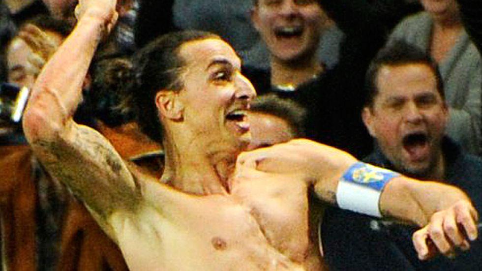 Zlatan Ibrahimovic jublar efter sitt fantastiska 4–2-mål på Friends Arena.