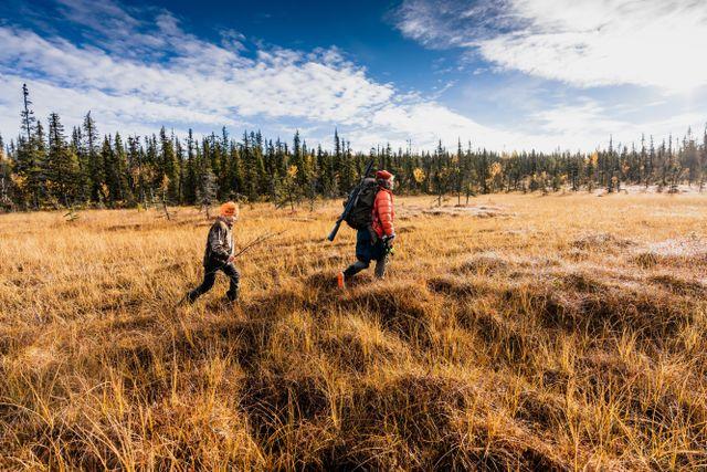 Manfred och mamma Emmelie har lämnat av resten av familjen och är på väg till ett annat jakttorn, för att sprida ut sig.