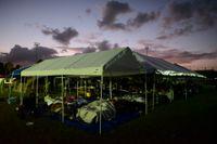 Tältläger för drabbade efter skalven utanför Puerto Rico.