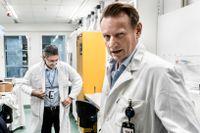 Professor Matti Sällberg, till höger, utesluter inte att det kan bli aktuellt med ännu fler doser. Arkivbild.