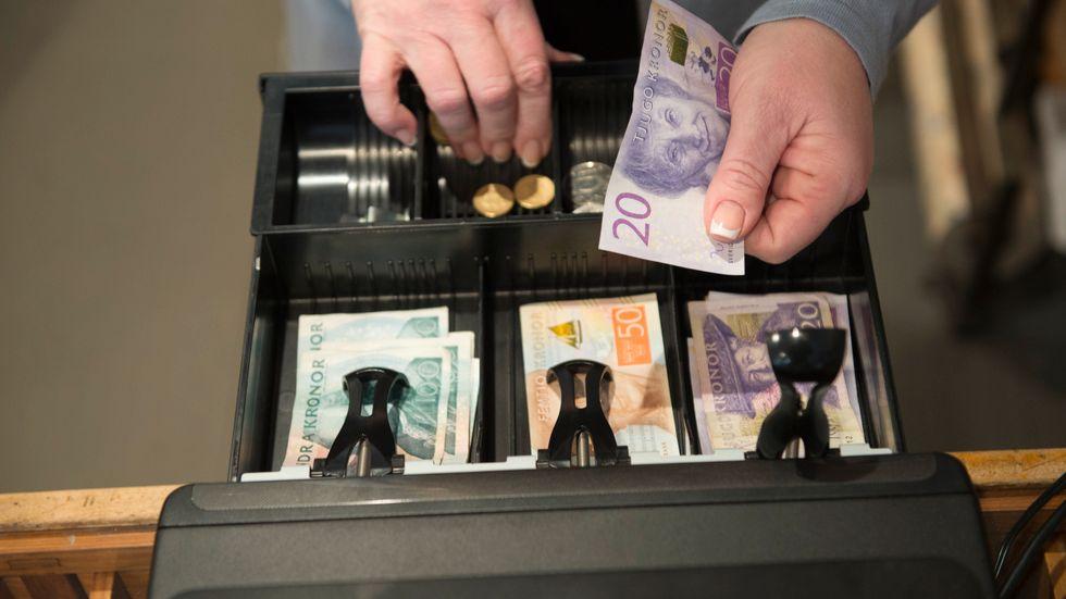 Kassor med kontanter blir alltmer sällsynt. Arkivbild
