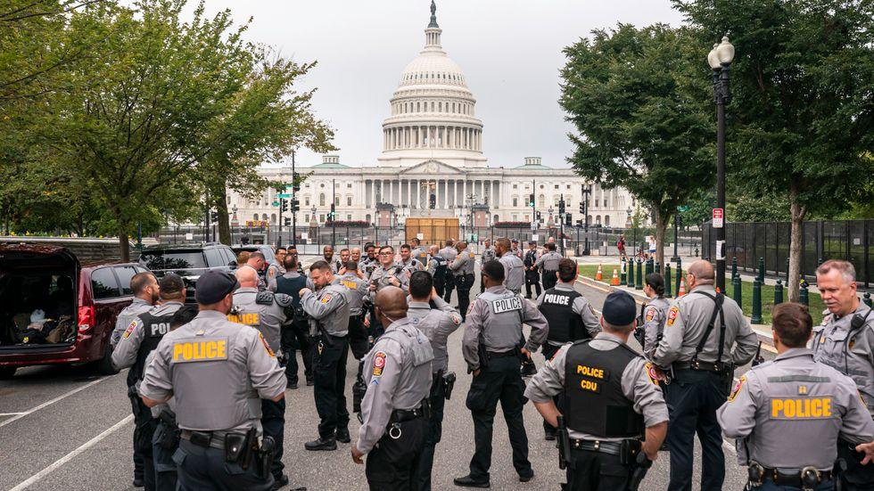 Staketet är rest, övervakningskameror har placerats ut och 100 medlemmar från nationalgardet står redo att stötta kongressens egen polisstyrka vid behov.