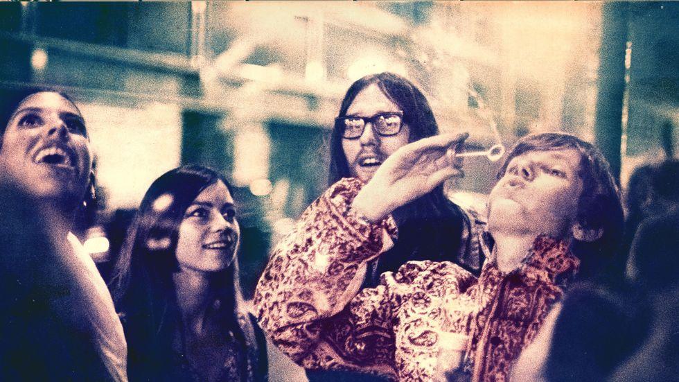 Hippies utanför klubben UFO i London 1967