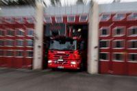 En person har skadats i en lägenhetsbrand i Vara. Arkivbild