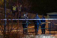 Polis och avspärrningar vid en busshållplats på Amiralsgatan på Rosengård i Malmö efter en skottlossning i januari.