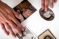 Christian Rück med bilder på mormor och mormorsmor.