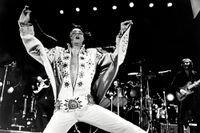"""Elvis Presley i filmen """"Elvis on tour"""", 1972."""