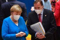 Tysklands förbundskansler Angela Merkel och statsminister Stefan Löfven vid ett av fjolårets EU-toppmöten. Nu kan båda göra sin sista toppträff på EU-nivå när stats- och regeringscheferna samlas i Bryssel under torsdagen och fredagen. Arkivbild.