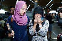 Släktingar till de omkomna malaysiska passagerarna på Malaysia Airlines flight MH17 samlades på Kuala Lumpurs flygplats.