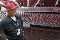 Percy Nilssons senaste storsatsning är den nya arenan med 13 000 sittplatser. Men sportsligt är de värre för Redhawks som kämpar på i allsvenskan.