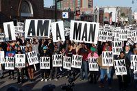 Människor samlas för att hylla och högtidlighålla att det 50-år sedan medborgarrättskämpen Martin Luther King mördades.