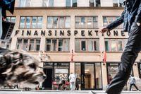 Intressekonflikterna mellan Finansinspektionen och bankerna som myndigheten granskar ska utredas av Riksrevisionen.