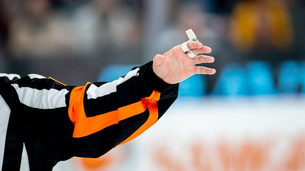 Leksands Tuva Kandell får fem matchers avstängning efter att hon slog en linjedomare med sin klubba. Arkivbild.