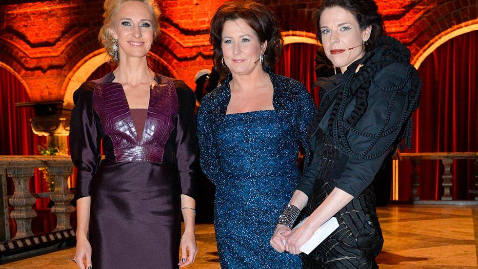 Utan SVT:s programledare – här Victoria Dyring, Anna Hedenmo och Jessika Gedin – hade Nobeltillställningen blivit oerhört tråkig, anser SvD:s Harry Amster.