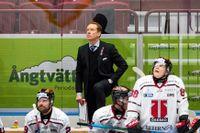 Örebros tränare Niklas Eriksson stannar i SHL-klubben ytterligare två säsonger. Arkivbild.