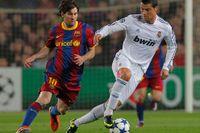 FC Barcelonas Lionel Messi och Real Madrids Cristiano Ronaldo i ett tidigare möte mellan de rivaliserande klubbarna.