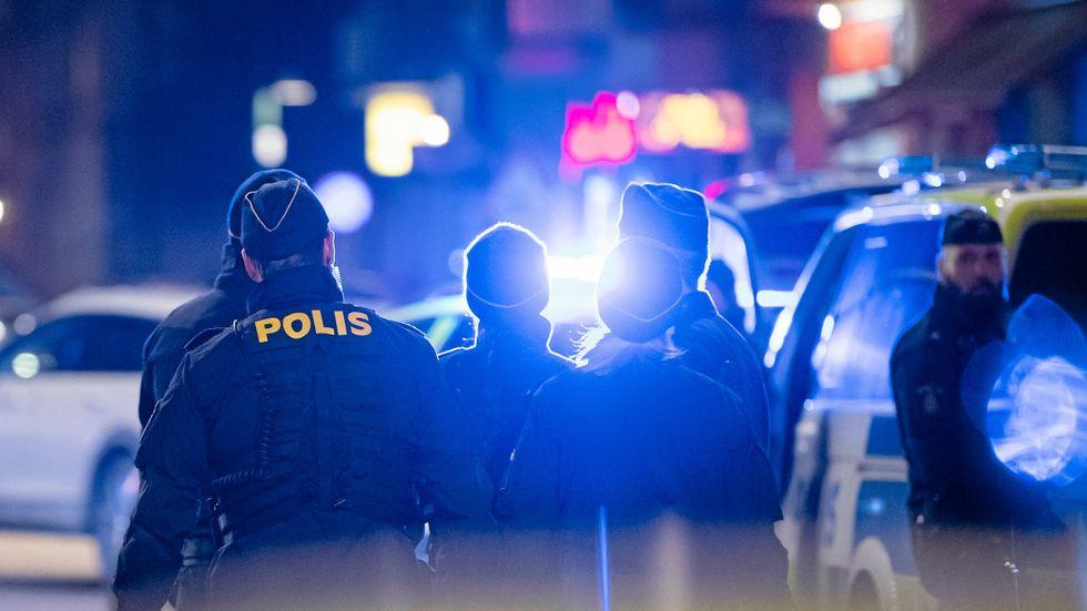 Polisen har ett för stort inflytande i Brås studier, menar tre forskare.