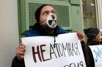 Vladimir Slivjak under en antikärnkraftsdemonstration i Moskva 2011.