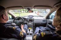 I Stockholm har 152 poliser, nära 10 procent, lämnat ingripandeverksamheten bara sedan årsskiftet. Nu återstår 1545 poliser som i tre skift åker på 112-larm i radiobilar.
