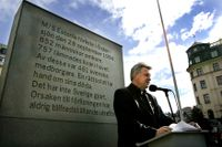 Lennart Berglund, ordförande vid stiftelsen Estoniaoffren och anhöriga (SEA), under en manifestation 2004 på tioårsdagen av Estonias förlisning. Arkivbild.