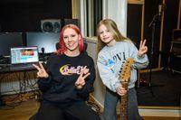 """Clara kom femma i """"Melodifestivalen"""" i år och har släppt fyra låtar på Spotify. Nu skriver hon ny musik."""