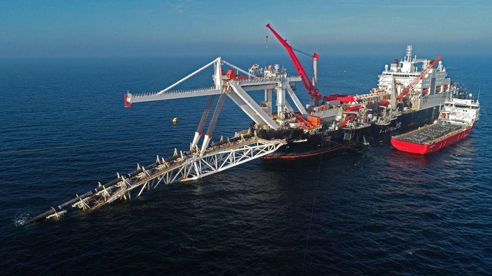 Snart ligger gasledningen Nord Stream 2 färdig på Östersjöns havsbädd. Beskedet om att endast 16 mil återstår kommer bara dagar efter att USA:s president utfärdat sanktioner mot det ryska gasledningsprojektet. Arkivbild.