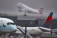 Heathrows flygplats har tappat förstaplatsen som den mest trafikerade flygplatsen i Europa. Arkivbild.
