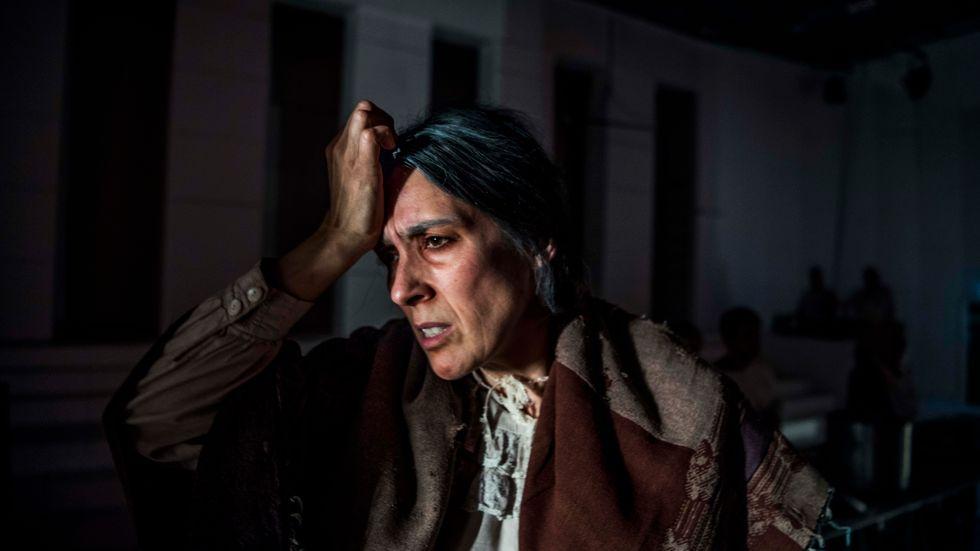 """Sofia Berg-Böhm i """"Modern"""" av Bertolt Brecht på Teater Tribunalen."""