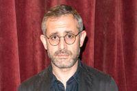 Aron Flam är komiker, poddare och författare.