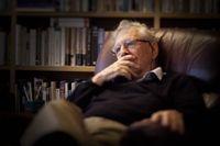 Författaren Amos Oz (född 1939) är även professor i litteratur vid Ben-Gurion University i Beersheba. Bland prestigefyllda litterära utmärkelser märks de tyska bokhandlarnas fredspris 1992, Goethes kulturpris 2005, Prinsen av Asturiens pris 2007 och Primo Levi-priset 2008.